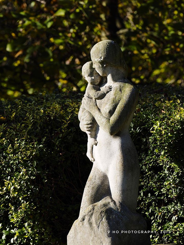 "Sculpture ""Affection"" - a mother and child by Herman Cawthorn"